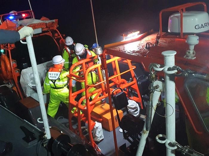 완도해경, 여서도 인근해상 139톤 어선 작업중 다친 선원 긴급이송