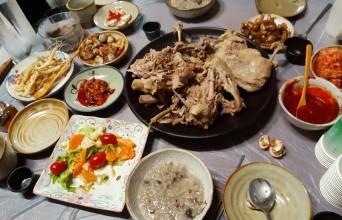 [포토]산양삼이나 약초가 흔하니온통 밥상이 보약들이다.